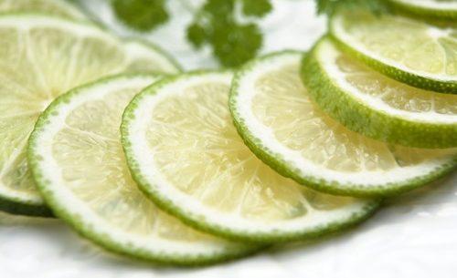 Limão em jejum para emagrecer: Bom ou ruim?