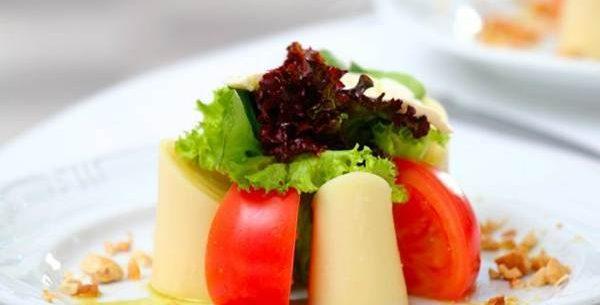 Salada de palmito e queijo parmesão