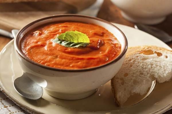 sopa tomate e manjericao