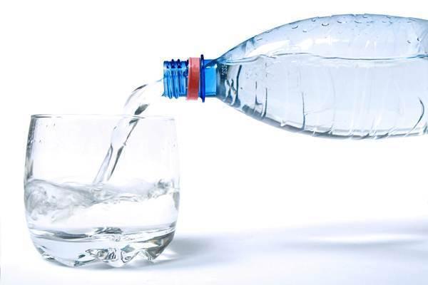 água enquanto se exercita