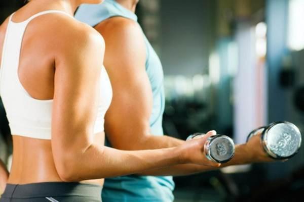 rotina de exercicios com pesos para emagrecer