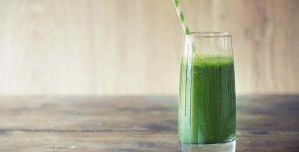 Shake de aipo, pepino e abacaxi para perder peso