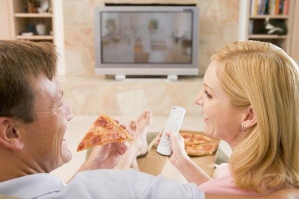 comer menos assistindo tv