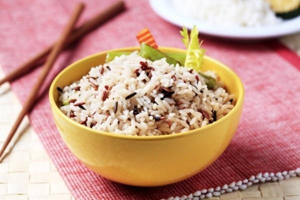 razoes para comer arroz integral