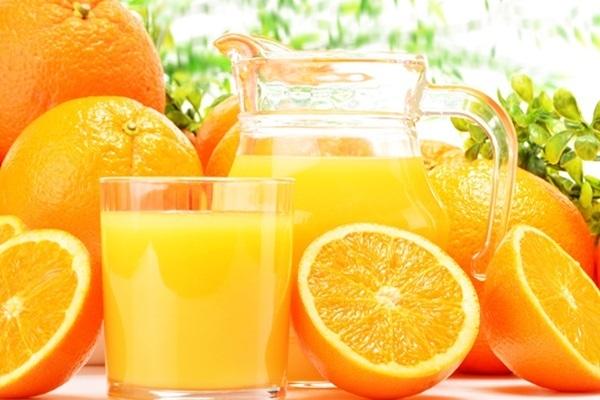 suco de tomate x suco de laranja