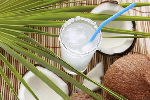 beneficios da agua de coco